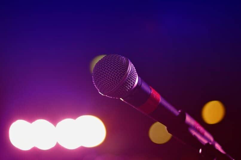 herramientas fundamentales para crear karaoke en la casa