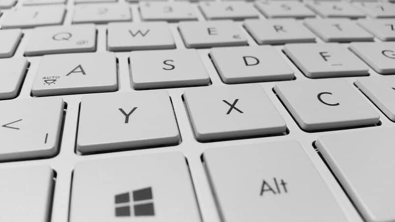 como arreglar el teclado de la pc que presenta fallas